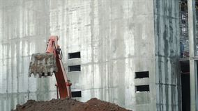 Backhoe затяжелителя, экскаватор выкапывая канаву зажим Работа копая экскаватором машины на месте строительной конструкции Экскав стоковая фотография rf