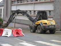 Backhoe и строительная площадка рута de Ла gare в Святом-Brieuc стоковое фото rf