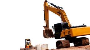 Backhoe на строительной площадке с белой предпосылкой стоковое изображение rf