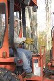 Backhoe человека работая стоковая фотография