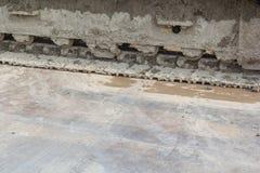 Грязные колесо и грязь backhoe на колесе стоковые фотографии rf