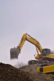 Backhoe moving dirt Royalty Free Stock Photography