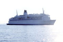 backlight havet för reflexionen för fartygkryssning det frånlands- Fotografering för Bildbyråer