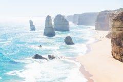 Backlight på tolv Apostels och klippor på den stora havvägen, Victoria, Australien Fotografering för Bildbyråer