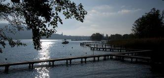 backlighting λίμνη του Annecy Στοκ Εικόνα