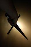 backlighting av det medeltida silhouettesvärd Royaltyfria Foton