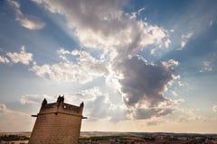 Backlit облака на заходе солнца с башней церков Стоковое фото RF