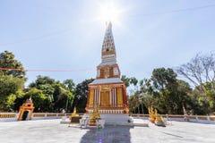 Backlit beeld, zonsopgang, pagode, Thaise tempel, Boeddhistische godsdienst, heldere hemel stock afbeeldingen