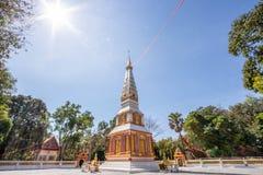 Backlit beeld, zonsopgang, pagode, Thaise tempel, Boeddhistische godsdienst, heldere hemel stock fotografie