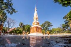 Backlit beeld, zonsopgang, pagode, Thaise tempel, Boeddhistische godsdienst, heldere hemel royalty-vrije stock foto