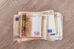 backnote för euro 50 på skrivbordet Royaltyfri Foto