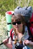 backpack κίνηση κοριτσιών ανθίσμα&ta Στοκ Εικόνα