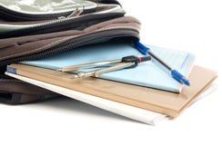 backpack σχολείο μολυβιών πεννώ& Στοκ φωτογραφία με δικαίωμα ελεύθερης χρήσης