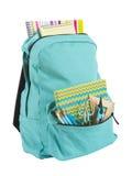 Backpack completamente das fontes de escola isoladas no fundo branco fotos de stock