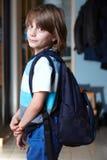 backpack schoolboy του οι νεολαίες Στοκ φωτογραφία με δικαίωμα ελεύθερης χρήσης