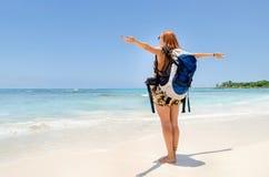 Backpacker чувствуя ветер Стоковое Фото