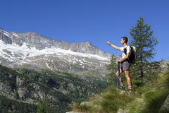 Backpacker pointing towards the distance Royalty Free Stock Images