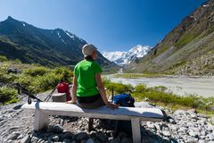 Backpacker rests in green highlands of Altai mountains, Russia Stock Photography