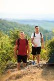 2 backpackers в горе лета Стоковое фото RF