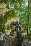Backpackers на безопасности привязывают на стене Стоковая Фотография RF