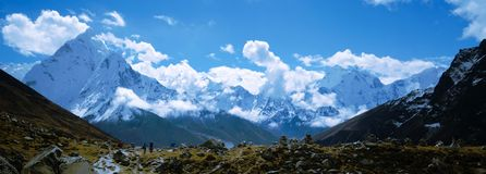 Backpackers in the Everest base camp trail royalty free stock photography