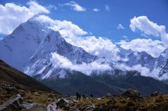 Backpackers in the Everest base camp trail Royalty Free Stock Photo