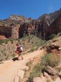 Backpackers op Helder Angel Trail in de Grote canion royalty-vrije stock foto