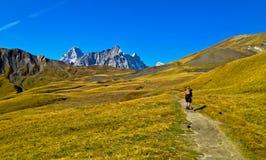 Backpacking da montanha Fotografia de Stock Royalty Free