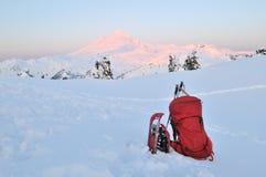 Backpacking e snowshoeing nella sosta del panettiere del supporto Fotografie Stock Libere da Diritti