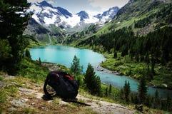 Backpacking nel concetto delle montagne Immagini Stock