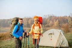backpacks соединяют hiking стоковое фото
