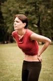 Backpain - Sportswoman in den Schmerz Stockbilder