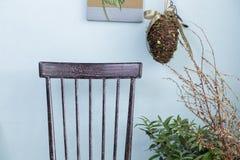 backrestuppsättning på bakgrunden för turkosfärgvägg Royaltyfri Foto