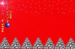 Backround de la Navidad con la chuchería, los pinos, la nieve y la estrella brillante Fotografía de archivo
