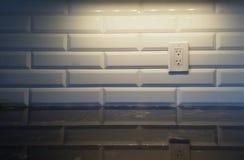 Backsplash branco com luz Imagens de Stock