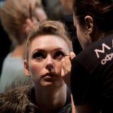backstabber Makeup πριν από το στενό διάδρομο στοκ φωτογραφίες