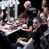 backstabbing Makeup för catwalk royaltyfri fotografi