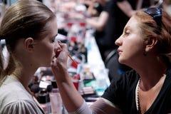 backstabbing Makeup för catwalk royaltyfria bilder