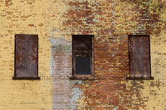 Backsteinbau und Fenster Stockfoto