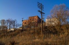 Backsteinbau weg von den Bahnen Stockfotografie