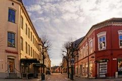 Backsteinbauten entlang Straße, Norwegen Stockfotografie