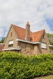 Backsteinhaus in der niederländischen Art lizenzfreie stockfotos