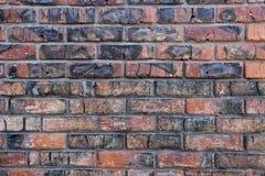 Backsteinmauer beschädigt durch Feuer Stockfotografie