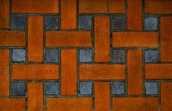 Backsteinmauer des roten und schwarzen Quadrats im Design, abstraktes Muster lizenzfreie stockbilder