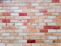 Backsteinmauer in einem Hintergrund Bewirktes helles Bild Stockfotografie