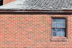 Backsteinmauer-Fenster Lizenzfreie Stockfotos