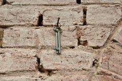 Backsteinmauer gemalt und Schlüsselbund Stockbild