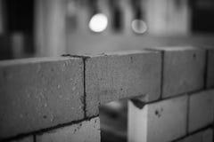 Backsteinmauer im Bau lizenzfreie stockfotos
