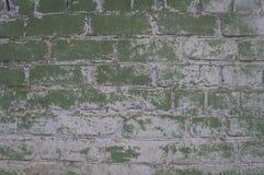 Backsteinmauer mit den Überresten der Farbe Lizenzfreie Stockfotos