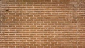Backsteinmauer mit einem Sprung an der linken Seite Lizenzfreies Stockfoto